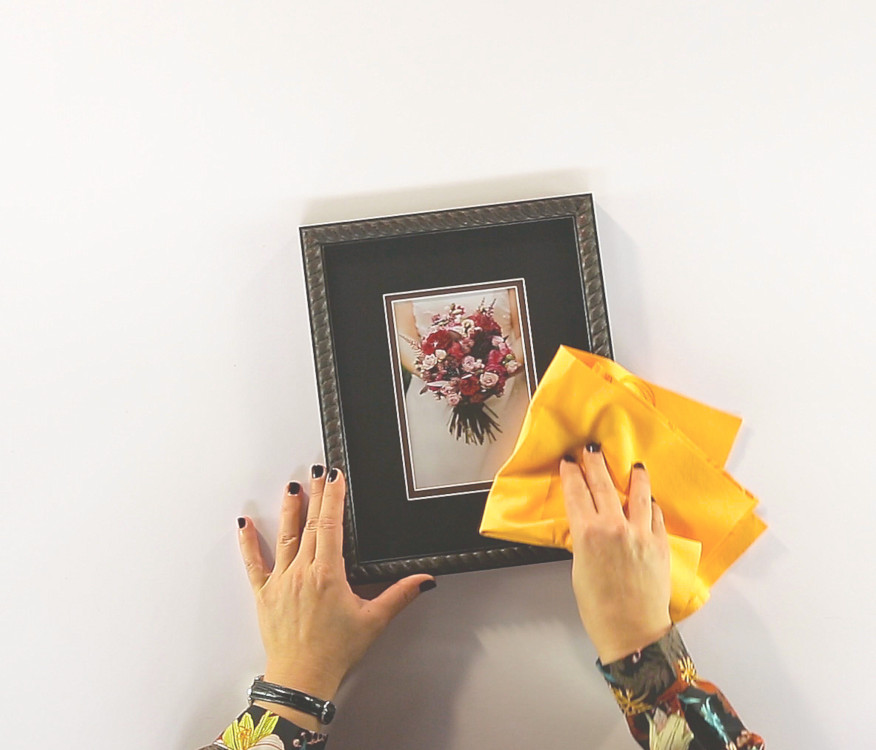 How to clean your picture frame article cover image